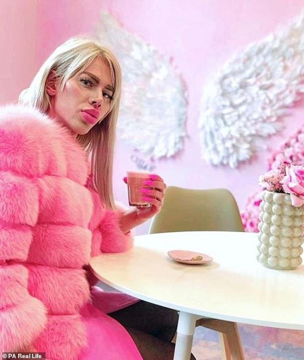 Bỏ 450 triệu đồng để sửa mặt giống búp bê Barbie, hotboy chán nản vì vẫn không tìm được bạn gái - Ảnh 4.
