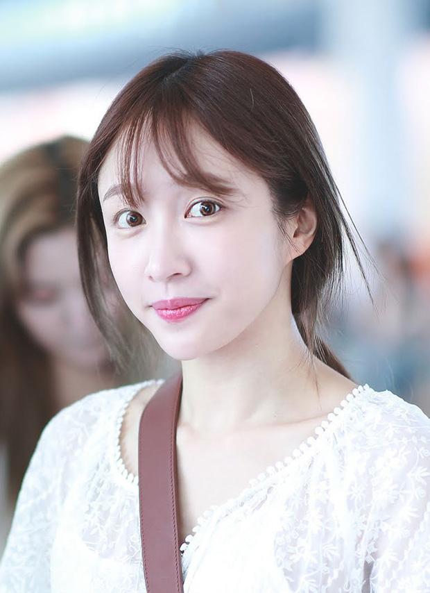 8 đôi mắt to tròn đẹp nhất Kpop: Lisa (BLACKPINK) có đặc điểm cực hiếm, búp bê sống nhà JYP nổi như cồn nhờ cửa sổ tâm hồn - Ảnh 25.