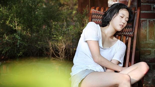 6 phim Hàn ngập cảnh nóng: Không thể thiếu mối tình hầu gái của mỹ nhân giật chồng ồn ào nhất Kbiz - Ảnh 6.