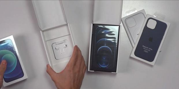 Cận cảnh hộp iPhone 12 tại Pháp: Quốc gia duy nhất được tặng kèm tai nghe - Ảnh 2.