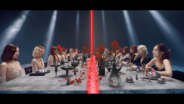 Concept song trùng trong MV mới của TWICE đã từng được SNSD và EXO sử dụng, nhưng theory của đàn em chắc có phần nhỉnh hơn? - Ảnh 14.