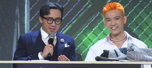Clip: Wowy tung chảo đe dọa dàn giám khảo, MCK sợ tan cửa nát nhà khi đối đầu với bạn gái Tlinh - Ảnh 2.