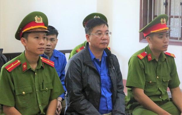 Vụ gian lận điểm thi Hòa Bình: Cựu thượng tá, Trưởng phòng Công an tỉnh được giảm án - Ảnh 1.