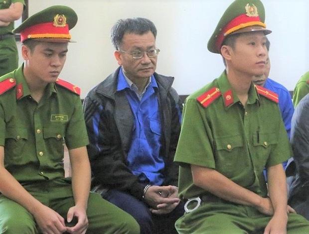 Vụ gian lận điểm thi Hòa Bình: Cựu thượng tá, Trưởng phòng Công an tỉnh được giảm án - Ảnh 2.