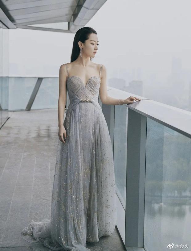 Kim Hee Sun Trung Quốc bị loạt nhân vật máu mặt tố giở thủ đoạn vì 1 chiếc váy, Phạm Băng Băng - Đường Yên cũng bị réo tên - Ảnh 2.