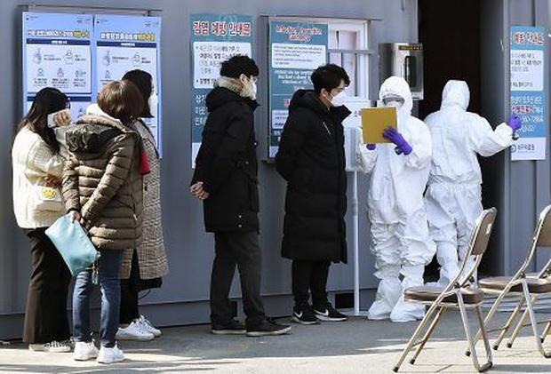Số ca nhiễm COVID-19 mới trong ngày tại Hàn Quốc tăng lên mức 3 con số - Ảnh 2.