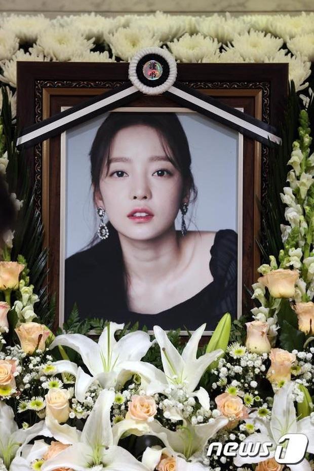 Sao nữ bị bạn trai cũ đâm sau lưng: Á hậu lột xác sau khi khổ sở làm dâu gia tộc Samsung, Goo Hara uất hận tự tử - Ảnh 7.