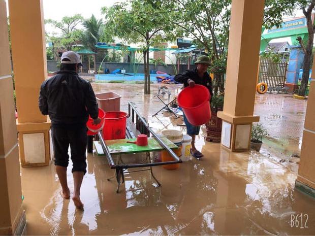 Quảng Bình: Giáo viên dọn lũ cùng nước rút - Ảnh 6.