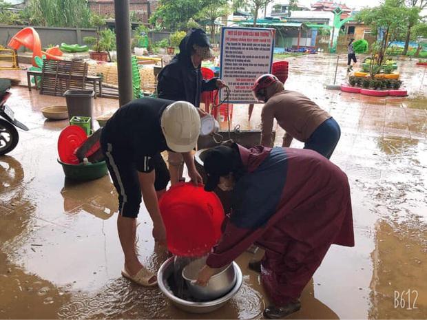 Quảng Bình: Giáo viên dọn lũ cùng nước rút - Ảnh 7.