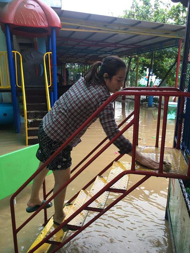 Quảng Bình: Giáo viên dọn lũ cùng nước rút - Ảnh 8.