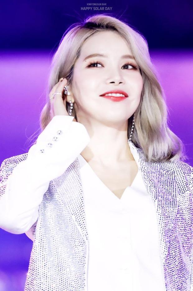 8 đôi mắt to tròn đẹp nhất Kpop: Lisa (BLACKPINK) có đặc điểm cực hiếm, búp bê sống nhà JYP nổi như cồn nhờ cửa sổ tâm hồn - Ảnh 19.