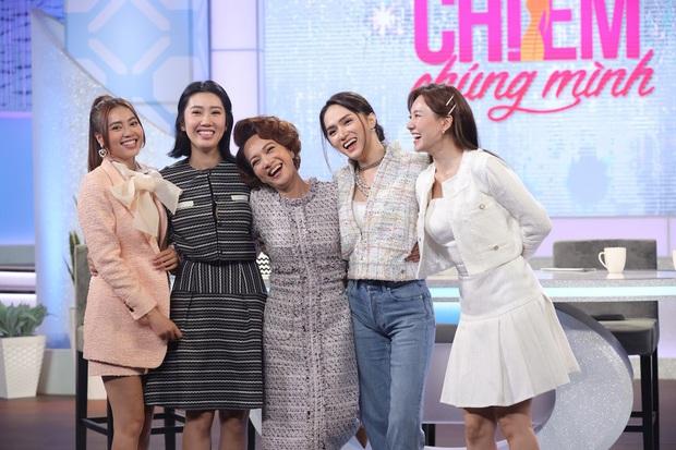 Netizen tranh cãi tố Hương Giang liên tục mặc lố trên sóng truyền hình, chiếm luôn spotlight của Hari Won và tiền bối - Ảnh 3.