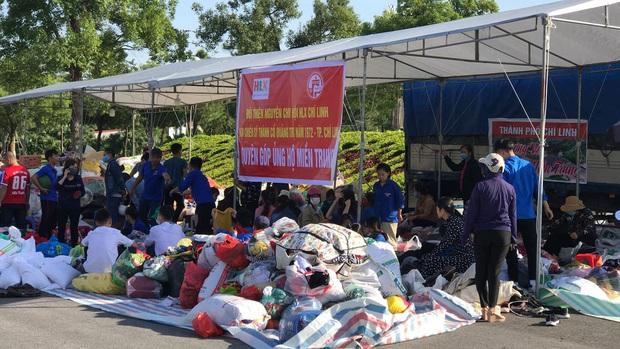 Phát hiện 8 triệu đồng trong chiếc áo cũ được đem đi ủng hộ, đoàn từ thiện có hành động đẹp khiến ai cũng nể phục - Ảnh 1.