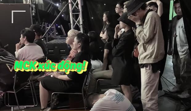 MCK bật khóc khi chứng kiến TLinh trên sân khấu, phát cẩu lương tình đến mức Ricky Star như người vô hình? - Ảnh 6.