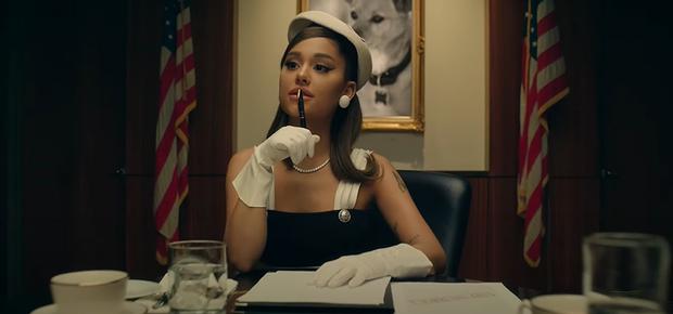 Chán làm tiểu diva, Ariana Grande lên làm Tổng thống sang chảnh trong positions nhưng bị chê nhạc ngang phè, khó thành hit? - Ảnh 2.