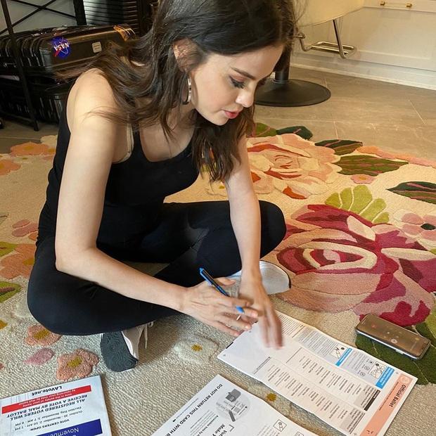 Hiếm ai được như Selena Gomez: Lộ rõ dấu hiệu lão hóa, da nhăn nhưng vẫn khiến dân tình mê mẩn vì quá xinh - Ảnh 4.
