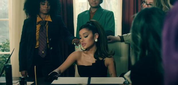 Chán làm tiểu diva, Ariana Grande lên làm Tổng thống sang chảnh trong positions nhưng bị chê nhạc ngang phè, khó thành hit? - Ảnh 5.