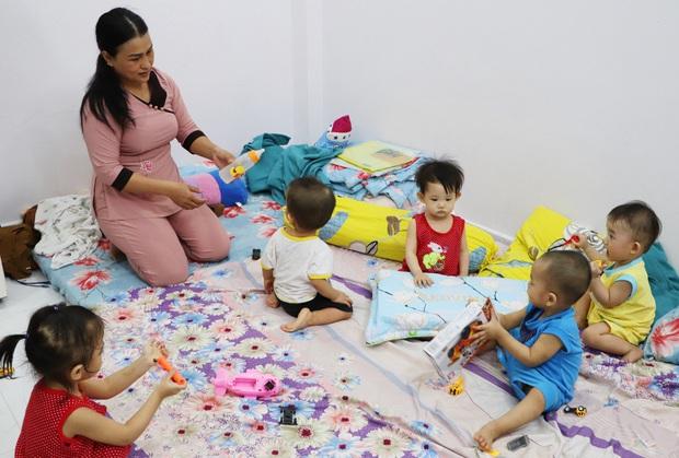 Người mẹ đặc biệt của những đứa trẻ bị cha mẹ ruột chối bỏ: Lỡ nhận làm con rồi, mình đâu nỡ đưa lại vô viện mồ côi - Ảnh 1.