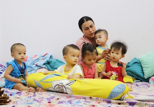 Người mẹ đặc biệt của những đứa trẻ bị cha mẹ ruột chối bỏ: Lỡ nhận làm con rồi, mình đâu nỡ đưa lại vô viện mồ côi - Ảnh 13.