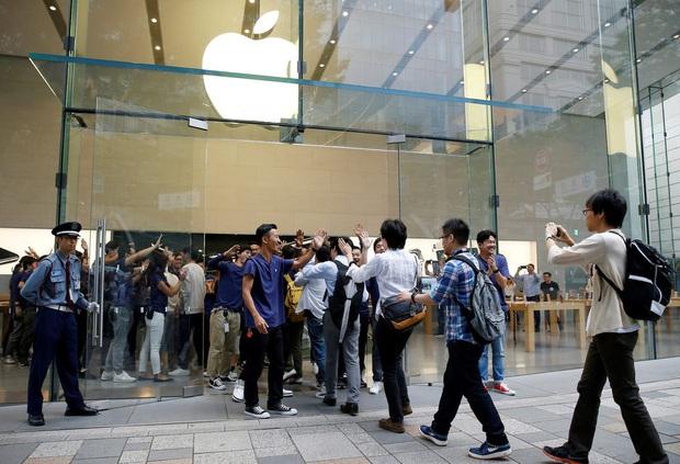 Toàn cảnh iFan xếp hàng mua iPhone 12 tại Apple Store Sydney, fan Táo vẫn rất cuồng! - Ảnh 3.