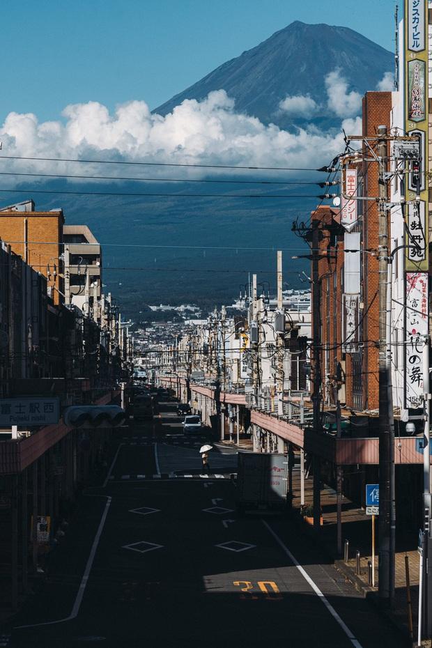 Biểu tượng nước Nhật đẹp đến siêu thực trong bức ảnh xuất sắc của nhiếp ảnh gia, ngỡ như khung cảnh ở thế giới game - Ảnh 1.