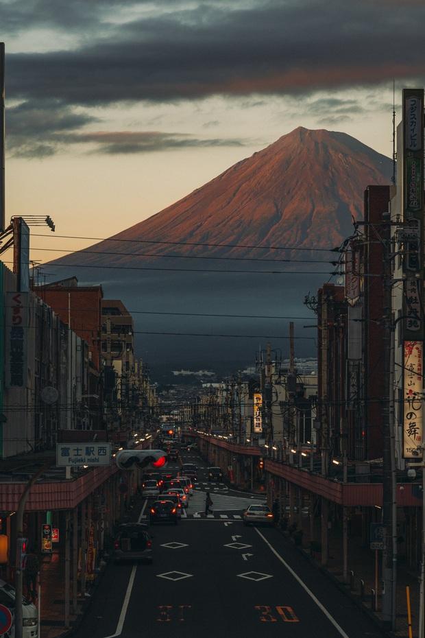 Biểu tượng nước Nhật đẹp đến siêu thực trong bức ảnh xuất sắc của nhiếp ảnh gia, ngỡ như khung cảnh ở thế giới game - Ảnh 2.