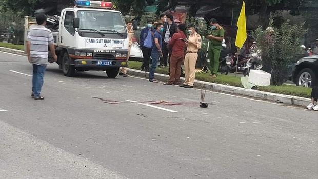 Xe máy va chạm với ô tô, nam thanh niên 18 tuổi chết thảm - Ảnh 1.