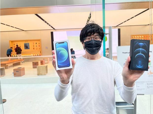Toàn cảnh iFan xếp hàng mua iPhone 12 tại Apple Store Sydney, fan Táo vẫn rất cuồng! - Ảnh 2.