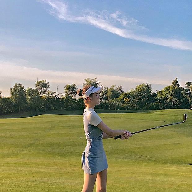 Bức ảnh toát lên nhan sắc và sở thích quý tộc của Á hậu, bạn gái thiếu gia và vợ sắp cưới của chủ sân golf - Ảnh 3.