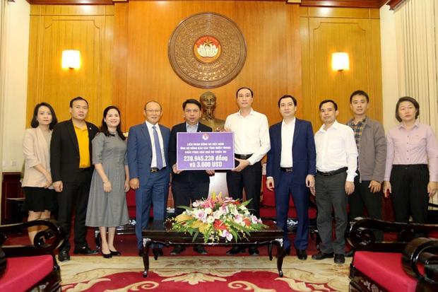 VFF cùng HLV Park Hang-seo ủng hộ miền Trung hơn 300 triệu đồng - Ảnh 1.