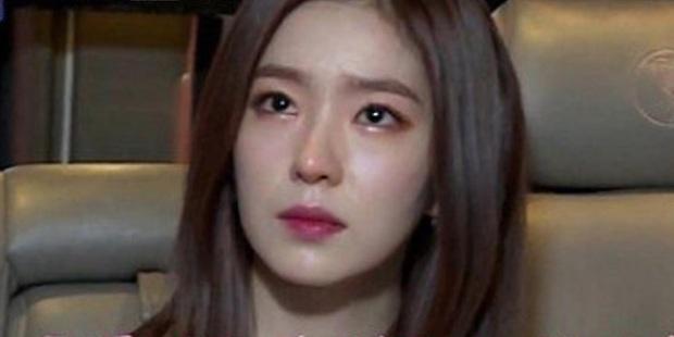 Irene bị dân trong ngành bóc thêm loạt phốt: Túm tóc stylist để giữ thăng bằng, bắt staff quỳ xuống buộc dây giày? - Ảnh 1.