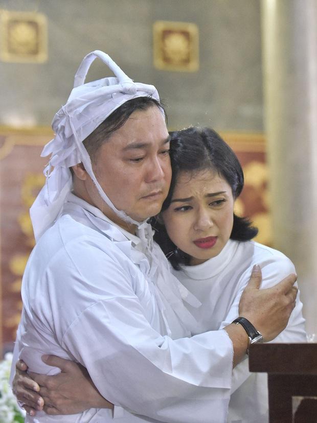 Tang lễ NSND Lý Huỳnh: Diễn viên Lý Hùng tiết lộ 2 tâm nguyện của cha, Việt Trinh cùng dàn sao Việt xót thương - Ảnh 5.