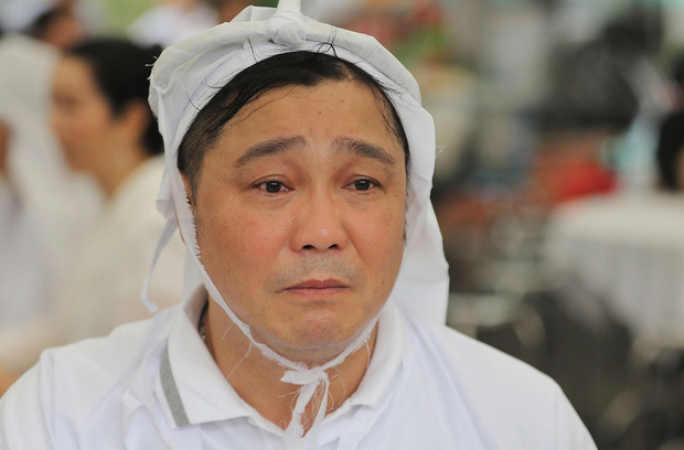 Tang lễ NSND Lý Huỳnh: Diễn viên Lý Hùng tiết lộ 2 tâm nguyện của cha, Việt Trinh cùng dàn sao Việt xót thương - Ảnh 2.