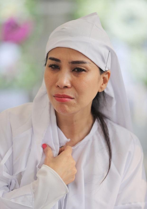 Tang lễ NSND Lý Huỳnh: Diễn viên Lý Hùng tiết lộ 2 tâm nguyện của cha, Việt Trinh cùng dàn sao Việt xót thương - Ảnh 3.