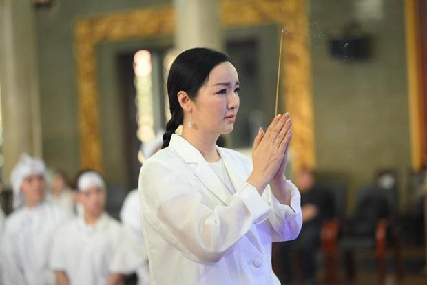 Tang lễ NSND Lý Huỳnh: Diễn viên Lý Hùng tiết lộ 2 tâm nguyện của cha, Việt Trinh cùng dàn sao Việt xót thương - Ảnh 6.