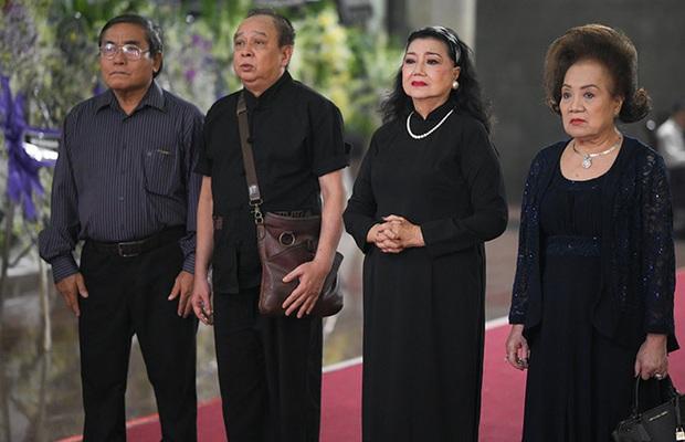 Tang lễ NSND Lý Huỳnh: Diễn viên Lý Hùng tiết lộ 2 tâm nguyện của cha, Việt Trinh cùng dàn sao Việt xót thương - Ảnh 8.