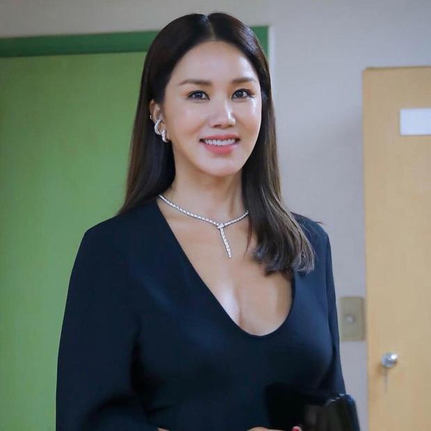 Đi comment dạo khen chị đại Uhm Jung Hwa, Hari Won được lên show nổi tiếng Hàn Quốc nhưng rất tiếc lại bị che tên - Ảnh 6.
