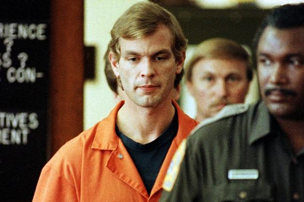Hồ sơ tên quỷ khát máu ra tay sát hại 17 trai trẻ sau cuộc mổ não định mệnh lên phim tài liệu gây ám ảnh - Ảnh 2.