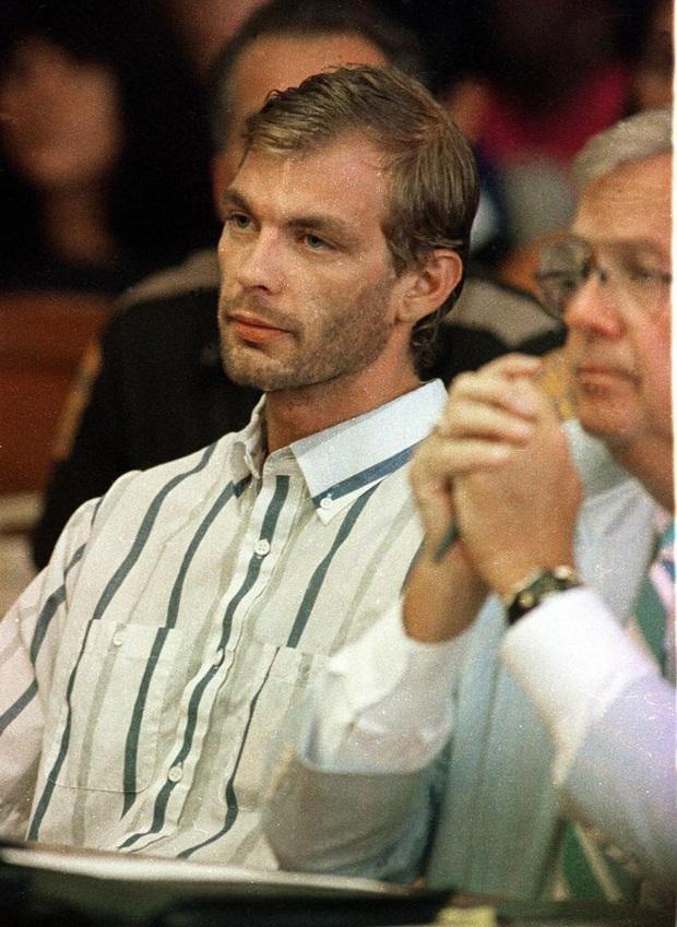 Hồ sơ tên quỷ khát máu ra tay sát hại 17 trai trẻ sau cuộc mổ não định mệnh lên phim tài liệu gây ám ảnh - Ảnh 12.