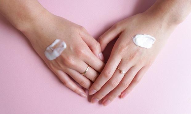 Mùa lạnh dùng serum là chưa đủ, phải có thêm món này thì da mới mướt căng được nhé các nàng - Ảnh 2.