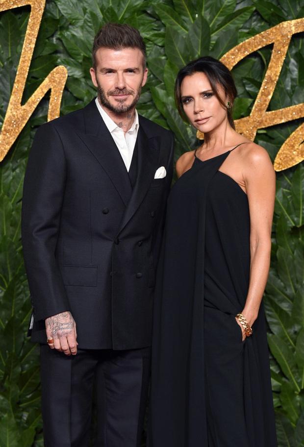 Victoria hé lộ về lần đầu chạm mặt ông xã David Beckham, xác nhận một điều mà nhiều người không dám tin: Tình yêu sét đánh là có thật! - Ảnh 2.
