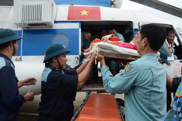 Gần một tháng qua, hàng chục nghìn cán bộ chiến sĩ được huy động ứng cứu, hỗ trợ đồng bào bão lũ: Nhân dân ổn định lại cuộc sống thì mới rút quân - Ảnh 6.
