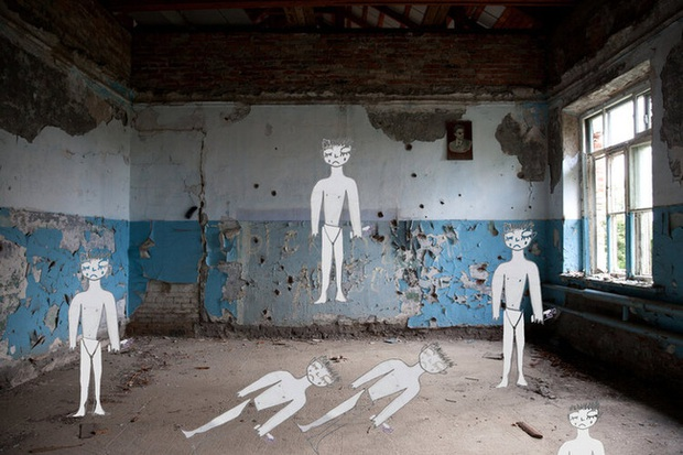 Những bức hình đầy ám ảnh và ký ức kinh hoàng sau 16 năm vụ thảm sát con tin gây chấn động thế giới tại Trường học Số 1 - Ảnh 1.