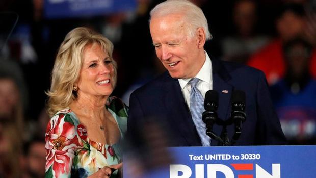 Tranh luận bầu cử Tổng thống Mỹ cuối cùng: Đệ nhất phu nhân Melania Trump khí chất ngời ngời, trong khi bà Jill Biden hoàn toàn khác biệt - Ảnh 7.