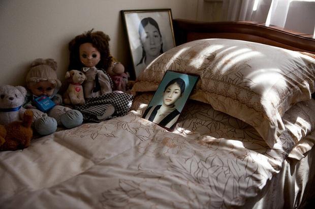 Những bức hình đầy ám ảnh và ký ức kinh hoàng sau 16 năm vụ thảm sát con tin gây chấn động thế giới tại Trường học Số 1 - Ảnh 9.