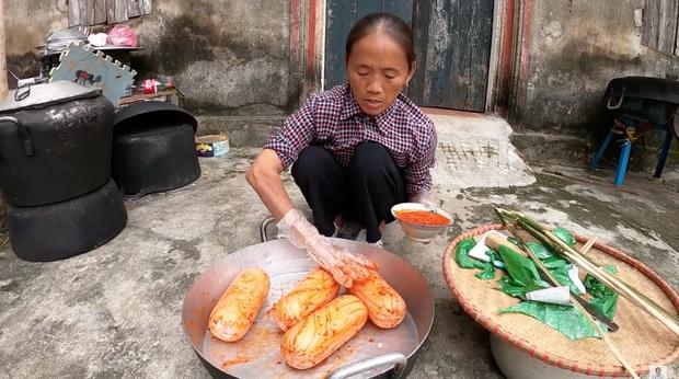 Chẳng ai như Bà Tân Vlog: xúc xích nướng với sốt ớt lại còn ăn chung với... mỡ hành? - Ảnh 2.