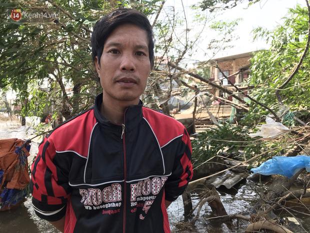 Nhà bị lũ cuốn, người đàn ông gửi vợ con cho người thân rồi xung phong đi cứu trợ người dân ngập lụt - Ảnh 2.