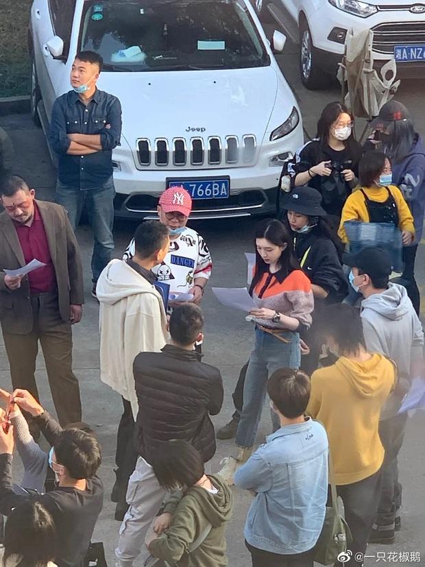 Giang Sơ Ảnh bê nguyên thần thái chị đại 30 Chưa Phải Là Hết vào phim mới, netizen vừa thấy đã mê hết nấc - Ảnh 4.
