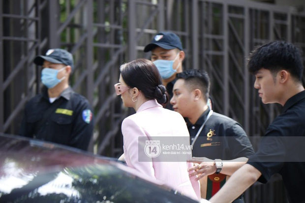 Hương Giang lái siêu xe Matt Liu tặng đến workshop Hoa hậu Chuyển giới Việt Nam, giật trọn spotlight với khí chất sang chảnh - Ảnh 4.