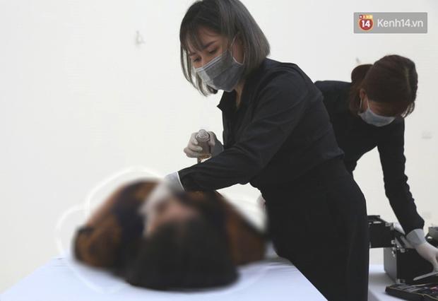 Chuyện về người phụ nữ làm nghề trang điểm tử thi ở Việt Nam: Tôi bị rất nhiều người kì thị, giấu cả gia đình để làm - Ảnh 5.